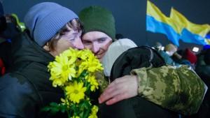 Freigelassene Gefangene begeistert empfangen