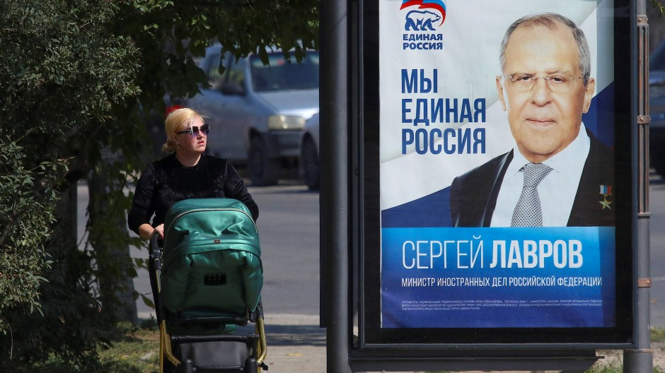 Sergej Lawrow auf einem Wahlplakat von Einiges Russland in Simferopol im September