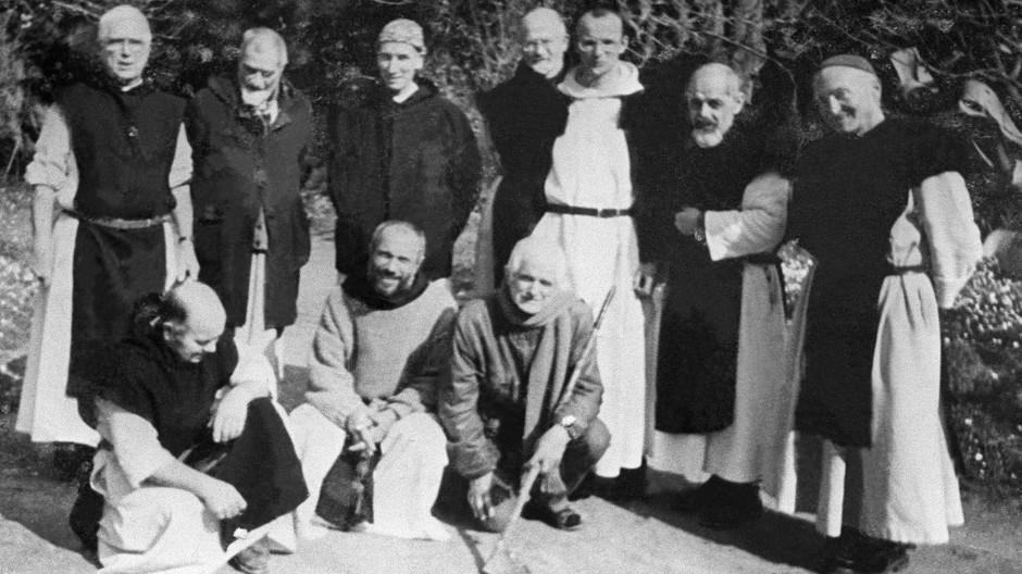 """""""Freund der letzten Minute, der nicht gewusst haben wird, was er tat"""": Sieben Mönche des Klosters Notre-Dame de l'Atlas wurden 1996 von der islamistischen GIA entführt und ermordet; einer von ihnen verzieh den Mördern in seinem Testament."""