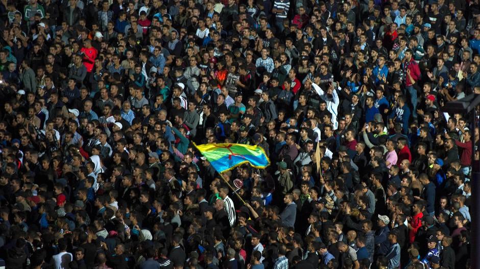 Nicht mehr erniedrigen lassen: Tausende demonstrieren in Marokko gegen Behördenwillkür.