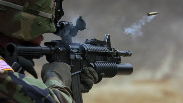 Auch amerikanische Soldaten schießen daneben
