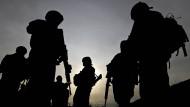 Amerikanische Soldaten werden in starker Zahl noch länger in Afghanistan auf Patrouille sein.