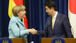 Merkel und Abe sehen keine Chance auf Rückkehr Russlands