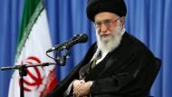 Ajatollah Chamenei stellt Abkommen in Frage