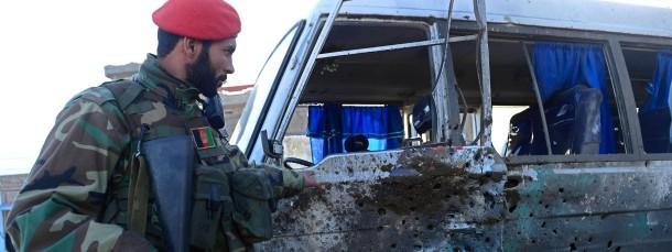 Spuren der Zerstörung: Der angegriffene Militärbus in Kabul