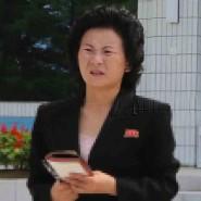 Erster Auftritt vor acht Monaten im nordkoreanischen Wonsan: Kim Yo-jong (links) begleitet ihren Bruder Kim Jong-un (rechts) beim Besuch in einem Kinderheim.
