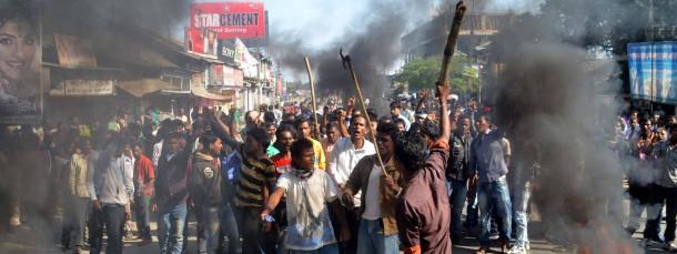 Aktivisten der Assam Tea Tribes Student Association (Attsa) demonstrieren am Mittwoch in Biswanath Chariali gegen die Angriffe der Rebellen auf Ureinwohner in der Provinz Assam