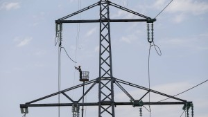 Strommangel stürzt Städte in Dunkelheit