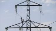 Auch Zerstörungen von Hochspannungsleitungen durch den Krieg in der Ostukraine spielen eine Rolle bei den Stromausfällen