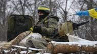 Symptomatische Probleme: Ukrainischer Soldat am Dienstag nahe Debalzewo