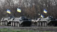 Gepanzerte Kräfte Kiews nahe der zur Oblast Charkiw zählenden ostukrainischen Stadt Isjum