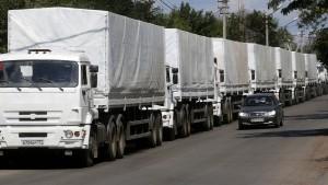 Erste russische Hilfslastwagen dürfen offenbar die Grenze passieren