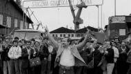 Heimlicher Denunziant? Walesa 1983 in der Leninwerft in Danzig