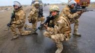 Nicht mehr nur mit physischen Waffen: Die britische Armee bildet Truppen für die Kriegsführung im Internet auf.