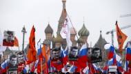 Zehntausende feiern Boris Nemzow als Helden