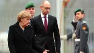 Irritationen beim Besuch Arsenji Jazenjuks bei Bundeskanzlerin Angela Merkel am 8. Januar in Berlin