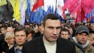 Bald Bürgermeister oder Präsident? Vitali Klitschko am Dienstag mit Demonstranten in Kiew
