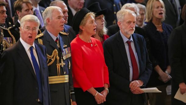 Corbyns Schweigen bei Nationalhymne erbost viele Briten