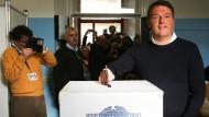 Matteo Renzi bei der Stimmabgabe am Sonntag