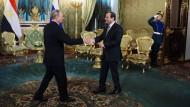 Wiedersehen unter Freunden: Putin empfängt Sisi in Moskau