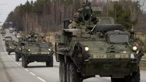 Proteste gegen amerikanischen Militärkonvoi in Prag