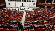 Mehrheit im türkischen Parlament stimmt für Aufhebung der Immunität