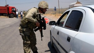 Drei Soldaten und ein Polizist getötet