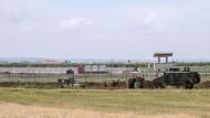 In Kilis an der türkisch-syrischen Grenze errichtet die Türkei eine durchgehende Betonmauer.