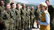Verteidigungsministerin Ursula von der Leyen (CDU) bei einem Besuch in der Türkei.
