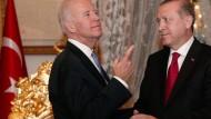 Joe Biden und Recep Tayyip Erdogan im Januar. Bisher gibt es noch keine Antwort auf das Auslieferungsgesuch der Türkei.