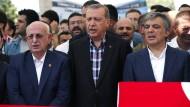 Ismail Kahraman (l.) und Recep Tayyip Erdogan beten für Opfer des Putschversuchs