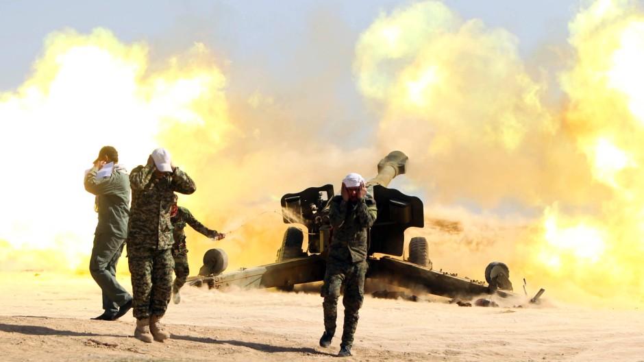 Schiitische Freiwillige, die mit der irakischen Armee zusammenarbeiten, am Samstag nahe Takrit.