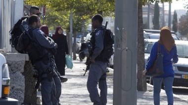 Im Jerusalemer Viertel Beit Hanina patrouillieren bewaffnete Sicherheitsleute