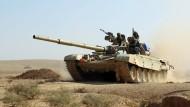 Mit schweren Waffen rückt die irakische Armee auf Mossul vor.