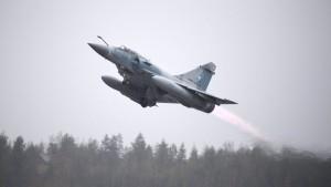 Frankreich erwägt Luftschläge gegen IS