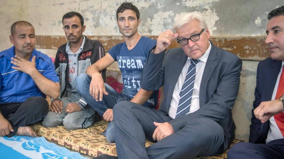 Außenminister Steinmeier unterhält sich im nordirakischen Arbil mit yezidischen Flüchtlingen