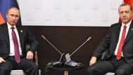 Über dem türkisch-russischen Verhältnis steht derzeit kein guter Stern, wie schon auf den Aufnahmen des türkischen Staatspräsidenten Recep Tayyip Erdogan (rechts) und des russischen Staatspräsidenten Wladimir Putin vom G20-Gipfel in Antalya von Mitte November zu sehen ist.