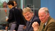 Beschwert sich über fehlende Hilfe für die Wahlkämpfer: Alexander Gauland am Tag nach der Wahl in der Pressekonferenz mit Jörg Meuthen und Frauke Petry, die den Saal verlässt.