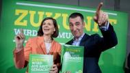 Können sich über viele Twitter-Follower freuen: Spitzenkandidaten Katrin Göring-Eckardt und Cem Özdemir. Mit den Wählern sieht das anders aus.