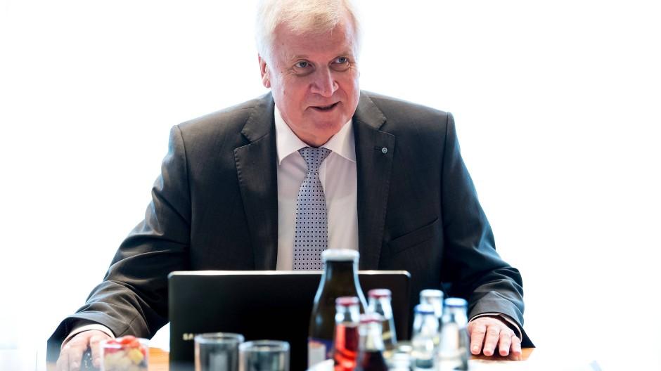 Flüchtlinge: Horst Seehofer lehnt Familiennachzug ab