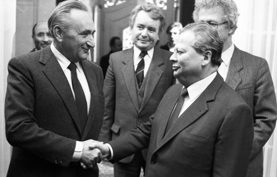 Egon Bahr (links) und Hermann Axen trafen sich mehrmals, hier im Februar 1986 in Bonn.