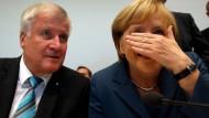 Lachen, weinen oder doch lieber wegschauen? Die Zeiten des Übergangs nach der Wahl sind nicht nur für Angela Merkel emotional.