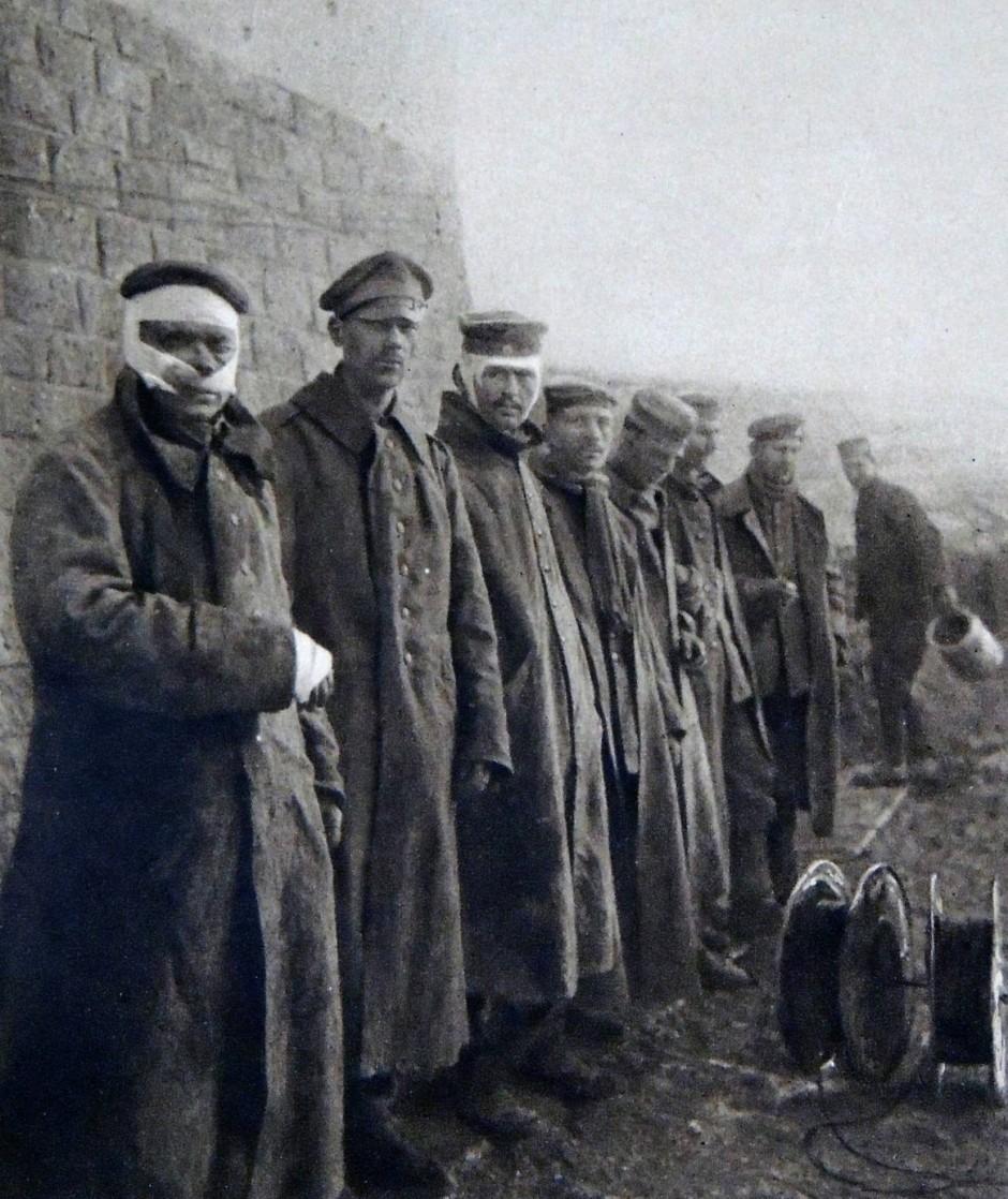 Mehr als 200.000 deutsche Soldaten wurden bei den Kämpfen vor Verdun durch Artillerie, direkten Beschuss oder Gasangriffe verwundet oder litten anderen Krankheiten, die durch die erbärmlichen hygienischen Zustände hervorgerufen wurden.