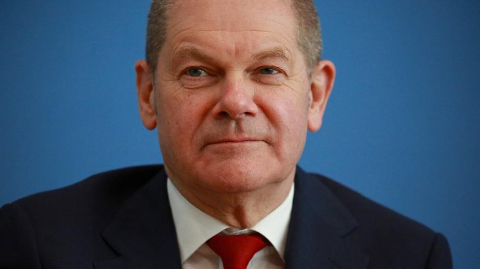 Olaf Scholz ist Stellvertreter der Bundeskanzlerin und Bundesminister der Finanzen der Bundesrepublik Deutschland. Zur Bundestagswahl 2021 kandidiert er als Kanzlerkandidat der SPD.