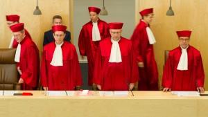Wer herrscht über das Grundgesetz?