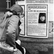 Steckbrief von Ulrike Meinhof an einer Litfaßsäule nach der gewaltsamen Befreiung von Andreas Baader aus der Haft in Berlin am 14. Mai 1970