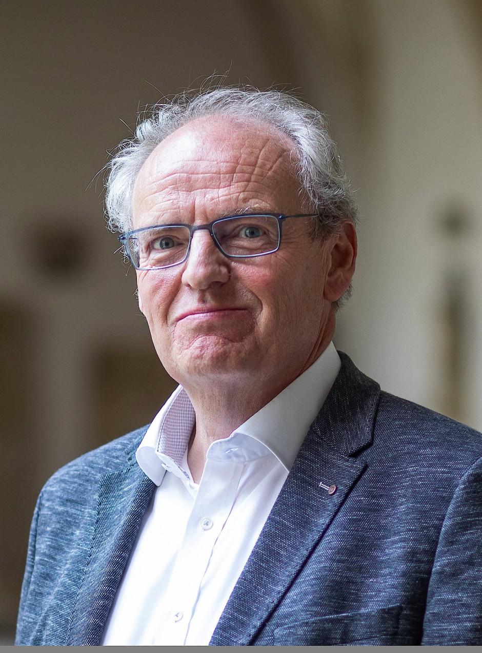 Professor Dr. Dr. h.c. Hubert Wolf lehrt Mittlere und Neuere Kirchengeschichte an der Universität Münster.