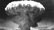 Sterben ohne Chance aufs Entkommen: 18.000 Meter hohe pilzförmige Rauchwolke über der Stadt Nagasaki