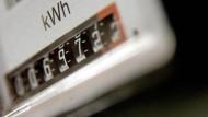 Ein Strompreiszähler: Jede Umdrehung könnte bald teurer werden