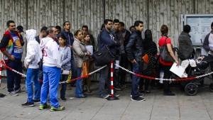 Bald 200.000 unerledigte Asylverfahren